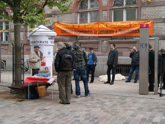 30.04.2010 Schweriner Bürgerbündnis enthüllt Litfaßsäule